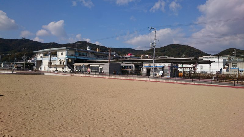 JR須磨駅南のビーチにお店あり