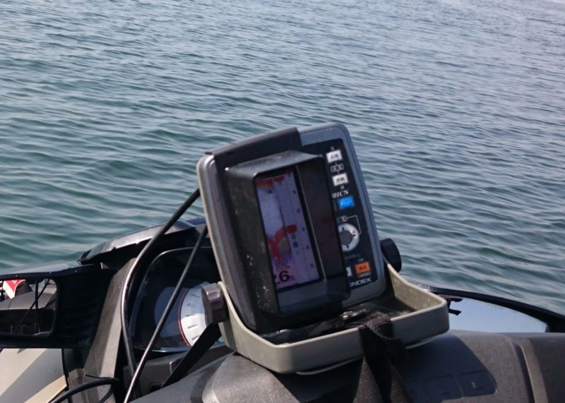 魚探で水深計測、浅い