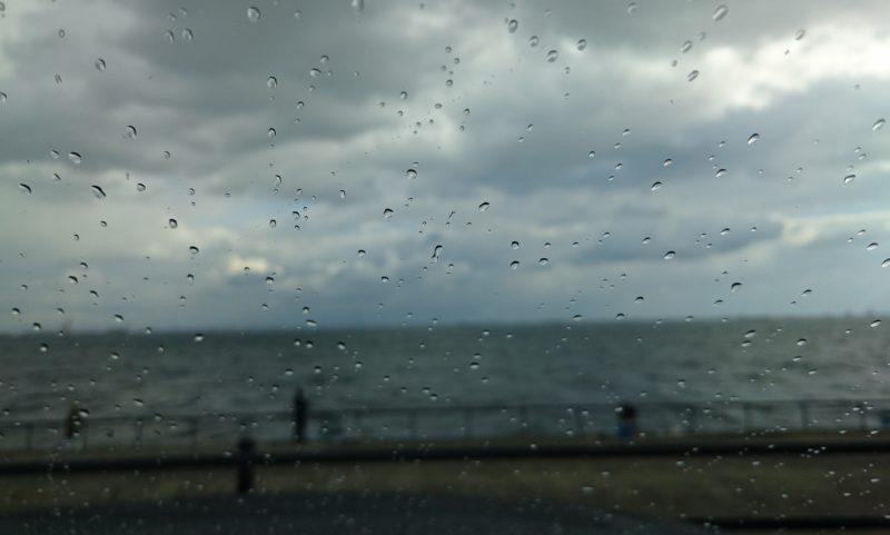 南芦屋浜ベランダは雨模様